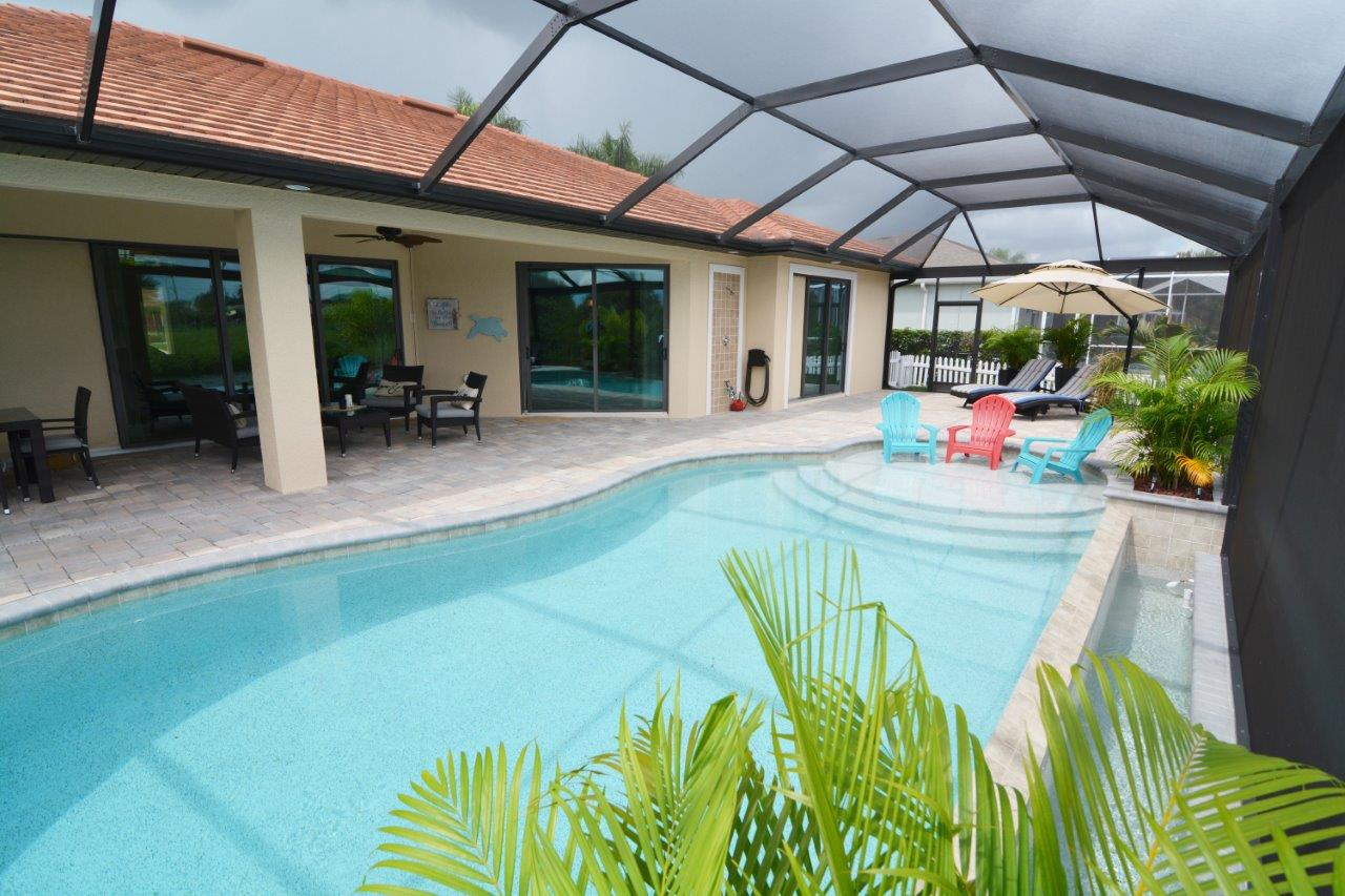 Hausbau Neubaumodell Sunset Bay 1 in Cape Coral Poolbereich